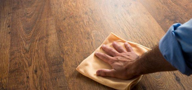 Mycie i pielęgnacja podłóg drewnianych